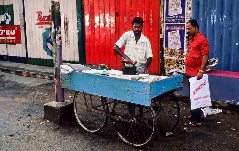 "<p><font size=""4"" face=""Trajan Pro""> Planchador de Ropa -  Hotel en Madurai</font></p>"