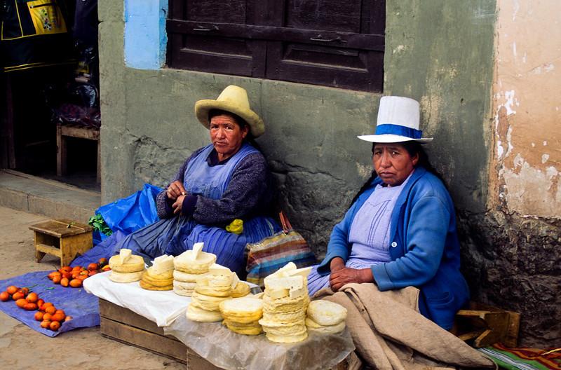 "<p><font size=""4"" face=""Trajan Pro""> Vendedoras cusquenas - Cusco</font></p>"