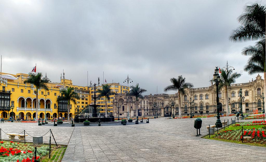 """<p><font size=""""4"""" face=""""Trajan Pro""""> Plaza Mayor - Lima</font></p>"""