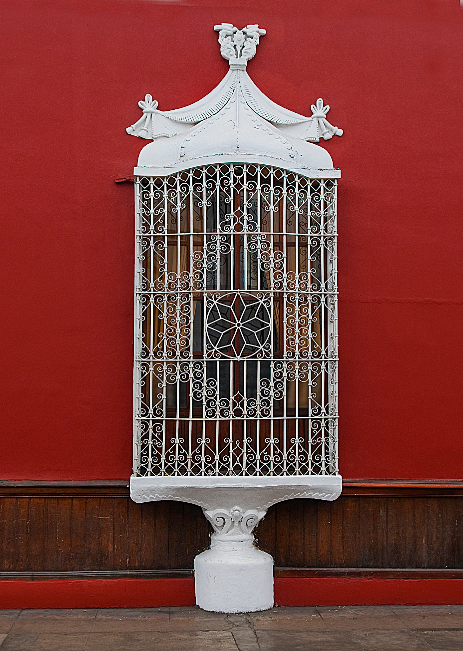 "<p><font size=""4"" face=""Trajan Pro""> Ventanas Coloniales - Trujillo</font></p>"