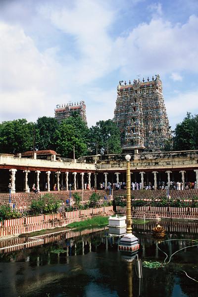 "<p><font size=""4"" face=""Trajan Pro""> Templo de Mînâkshî - Madurai</font></p>"