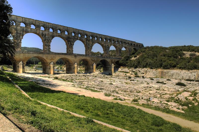 "<p><font size=""4"" face=""Trajan Pro""> Acueducto  y Puente del Gard</font></p>"