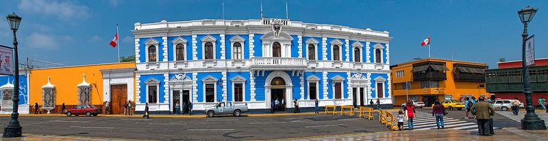 "<p><font size=""4"" face=""Trajan Pro""> Municipalidad - Casa Colonial- Trujillo</font></p>"