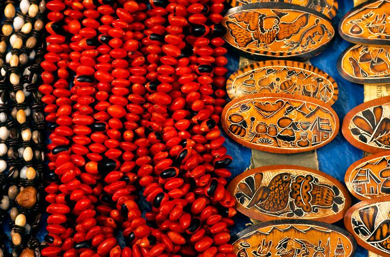 """<p><font size=""""4"""" face=""""Trajan Pro"""">Collares de Granos- Amazónicos  y  Binchas de Calabazas- Cusco</font></p>"""