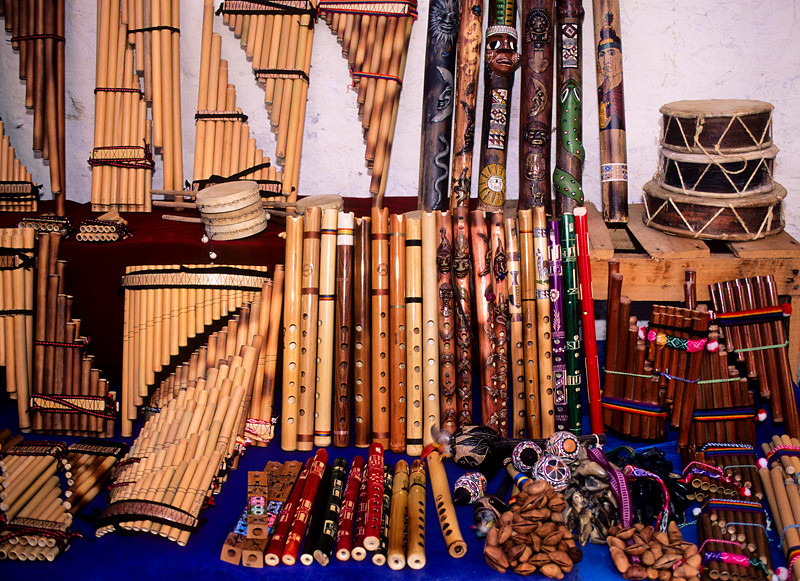 "<p><font size=""4"" face=""Trajan Pro"">Instrumentos Musicales Andinos - Cusco</font></p>"