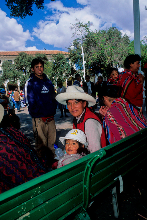 "<p><font size=""4"" face=""Trajan Pro""> Descanso en la Plaza - Cusco</font></p>"