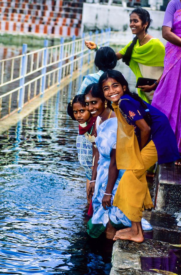"<p><font size=""4"" face=""Trajan Pro""> Agua - Lotus - Bendición - Madurai</font></p>"