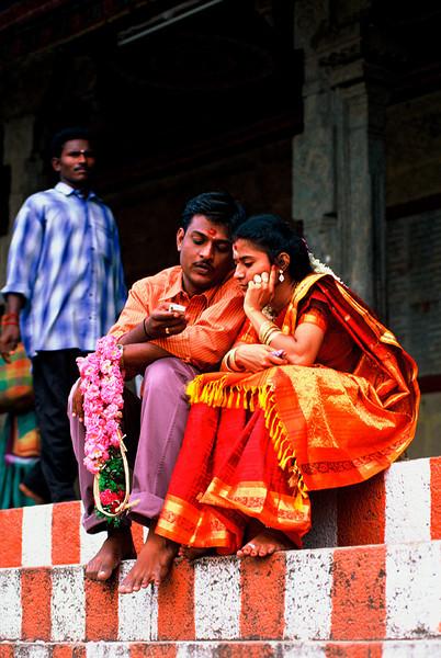 "<p><font size=""4"" face=""Trajan Pro""> Tradición y Modernidad - Templo Meenakshi-Sundareswar -  Madurai</font></p>"
