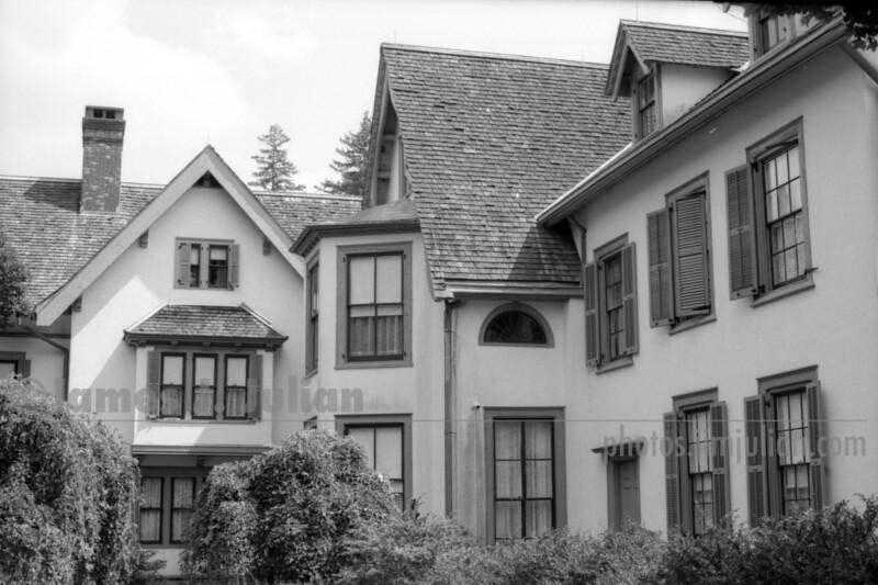 Mansion 1 BW