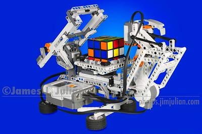 Lego Mindstorms NXT Rubik's Cube Solving Robot
