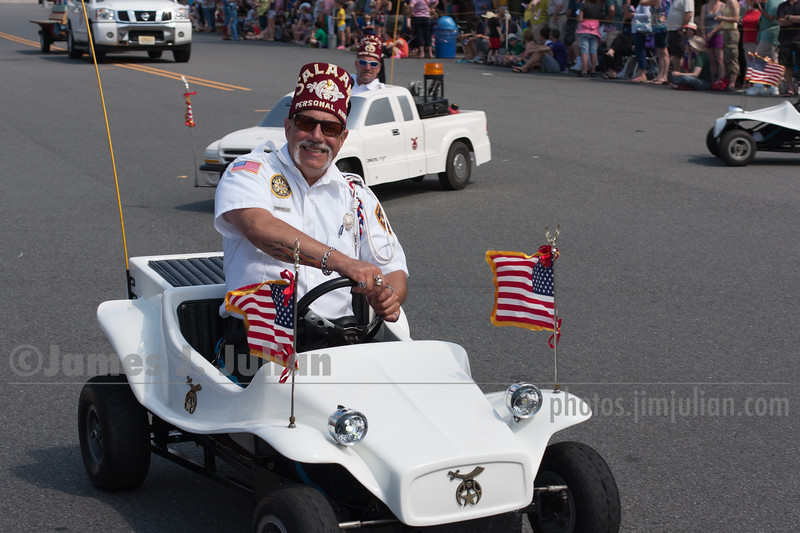 Crazy Small Cars on Parade 2