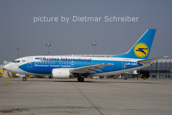 2013-05-01 UR-GBC Boeing 737-500 Ukraine International