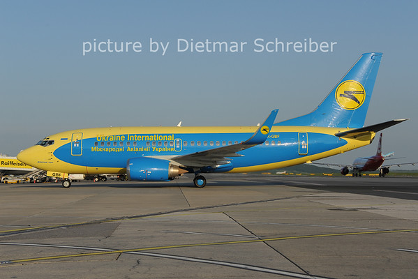 2013-05-09 UR-GBF Boeing 737-500 Ukraine International