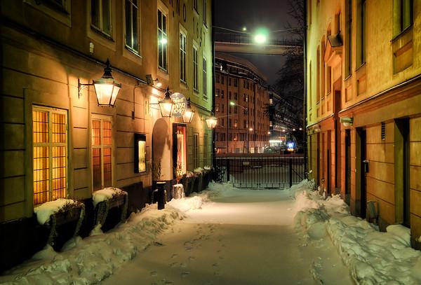Maria Alley Night