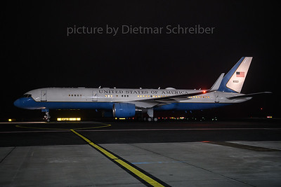 2017-12-08 98-0001 Boeing 757-200 USAF