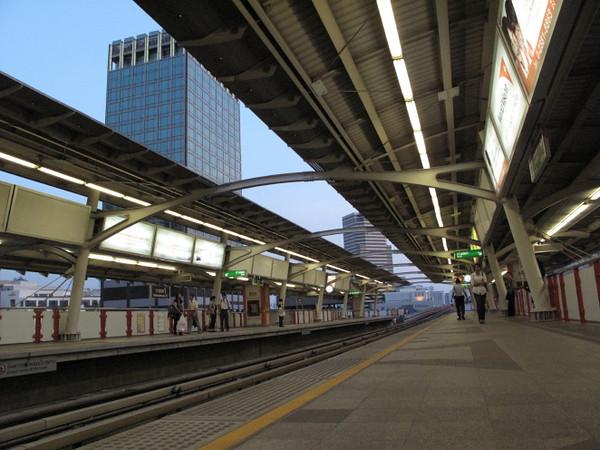 sky train platform