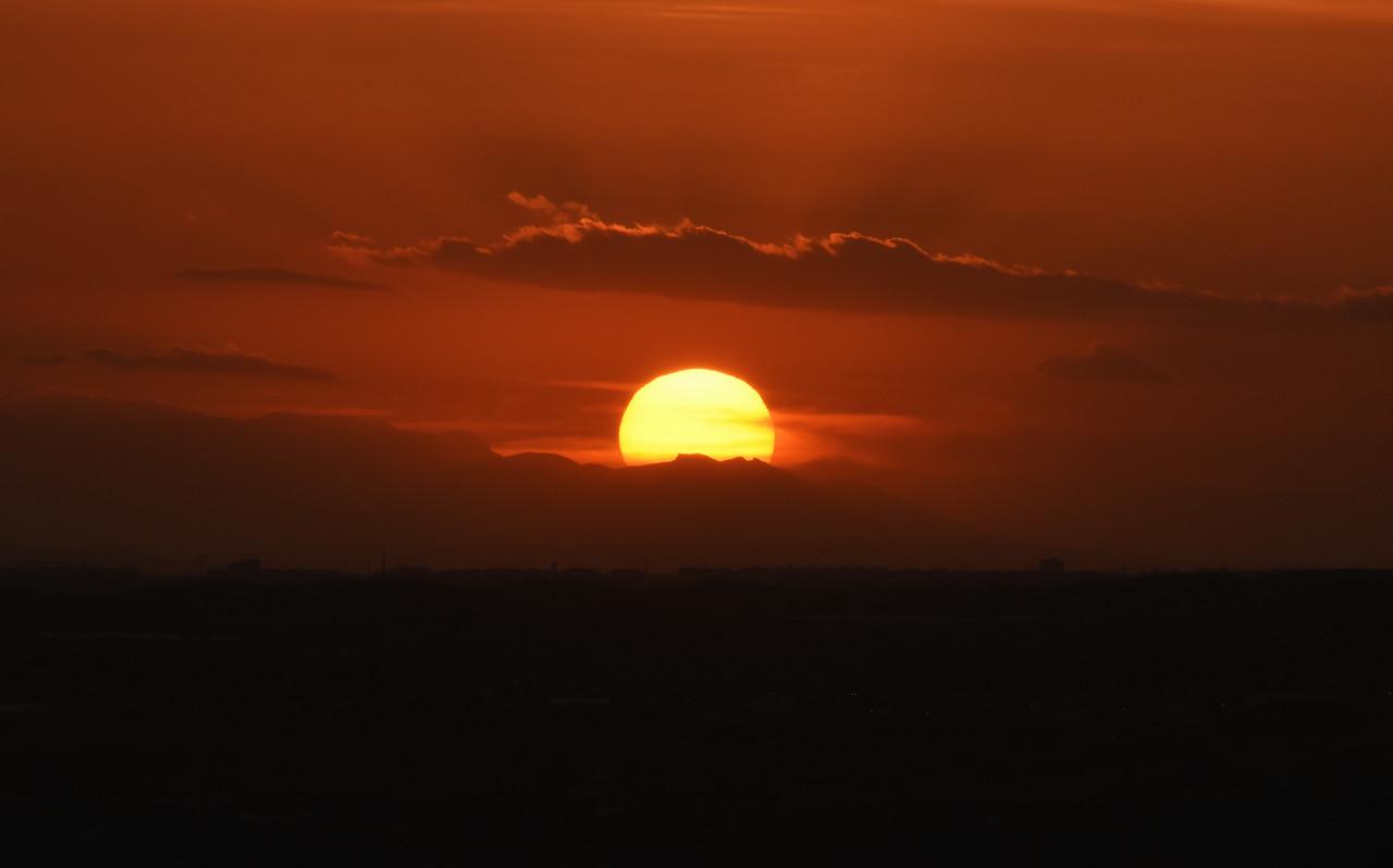 Red Sun Sets