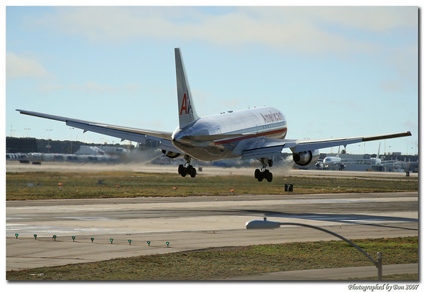 American Airliner landing on LAX