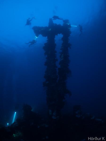 Divers at the mast of Sankisan Maru