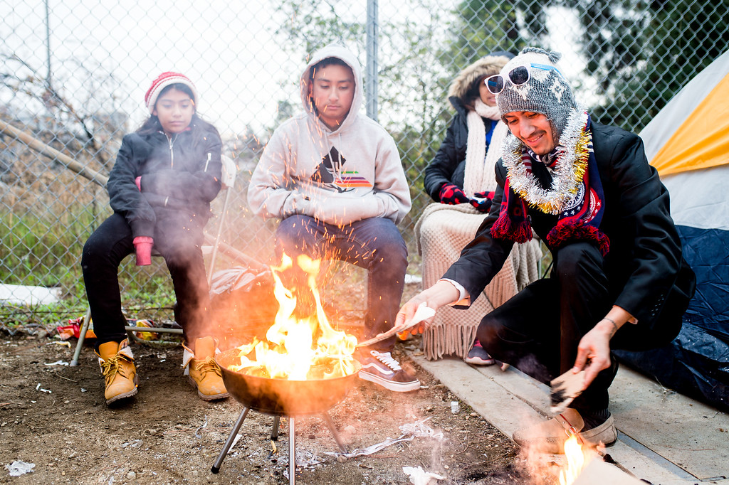 . Victor Garcia, right, and family keep warm next to a bbq fire   along Union Street to watch the morning 2017 Rose Parade in Pasadena on Monday, January 2, 2017. (Photo by Watchara Phomicinda, San Gabriel Valley Tribune/ SCNG)