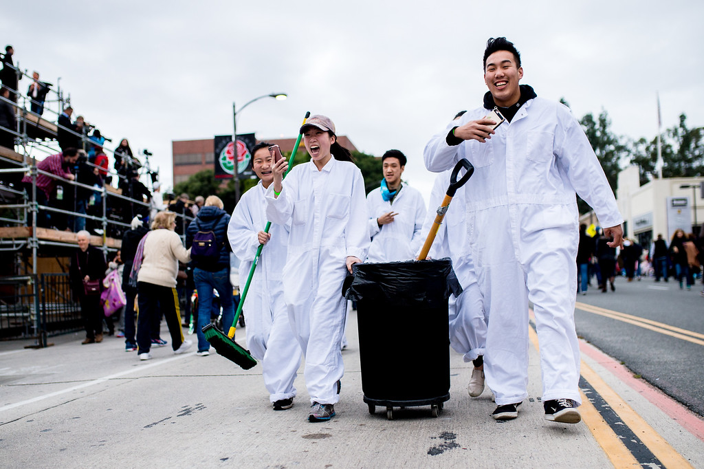 . Pooper scoopers get an early start along Colorado Blvd. before the 2017 Rose Parade in Pasadena on Monday, January 2, 2017. (Photo by Watchara Phomicinda, San Gabriel Valley Tribune/ SCNG)