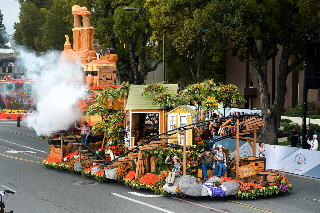 """. Governor\'s award winner, the Downey Rose Float Association\'s \""""Gold Rush!\"""" \""""during the Rose Parade on Colorado Blvd. in Pasadena, Calif. on Monday,  January 2, 2017.  (Photo by Leo Jarzomb/Pasadena Star News/SCNG)"""