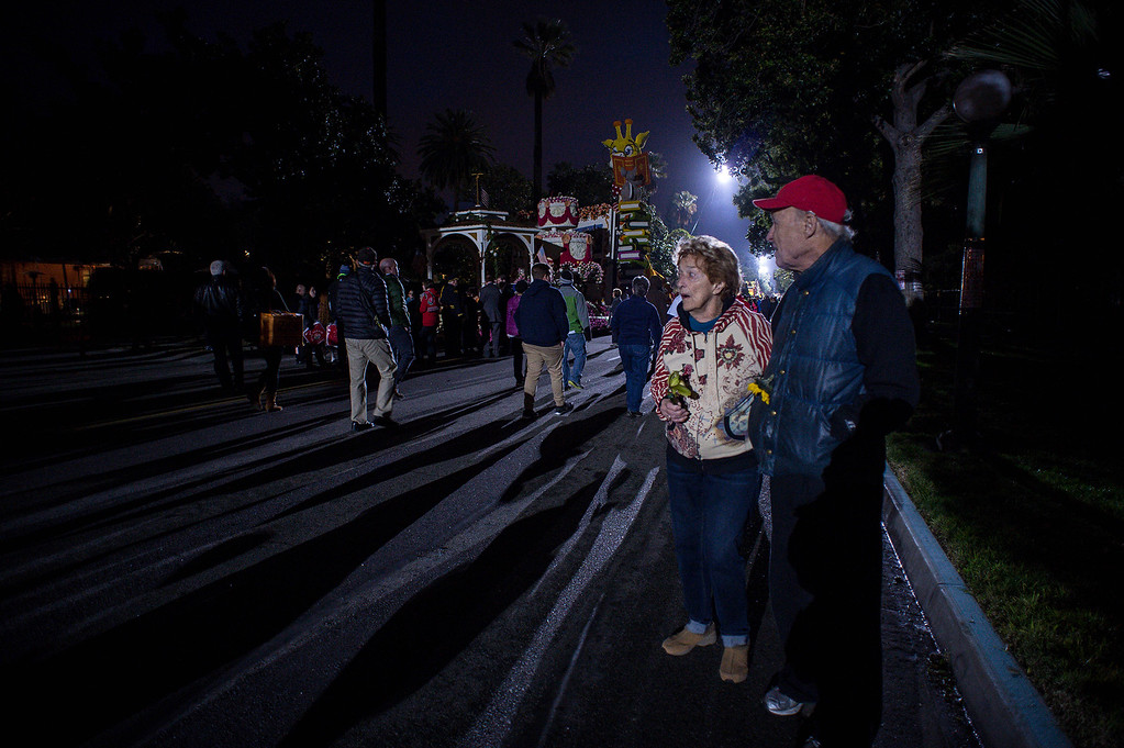 . Marilyn Mahan and Dick Kilner, both 88, check out Rose Parade floats along Orange Grove Boulevard where they live before the start of the 2017 Rose Parade in Pasadena, Calif. on Monday, Jan. 2, 2017. (Photo by Sarah Reingewirtz, Pasadena Star-News/SCNG)