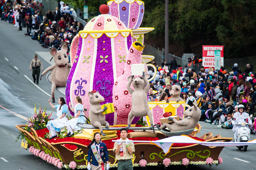. Mayor\'s award winner, Sierra Madre Rose Float Association, The Cat\'s Away, on Colorado Blvd. during the 2017 Rose Parade in Pasadena on Monday, January 2, 2017. (Photo by Watchara Phomicinda, San Gabriel Valley Tribune/ SCNG)