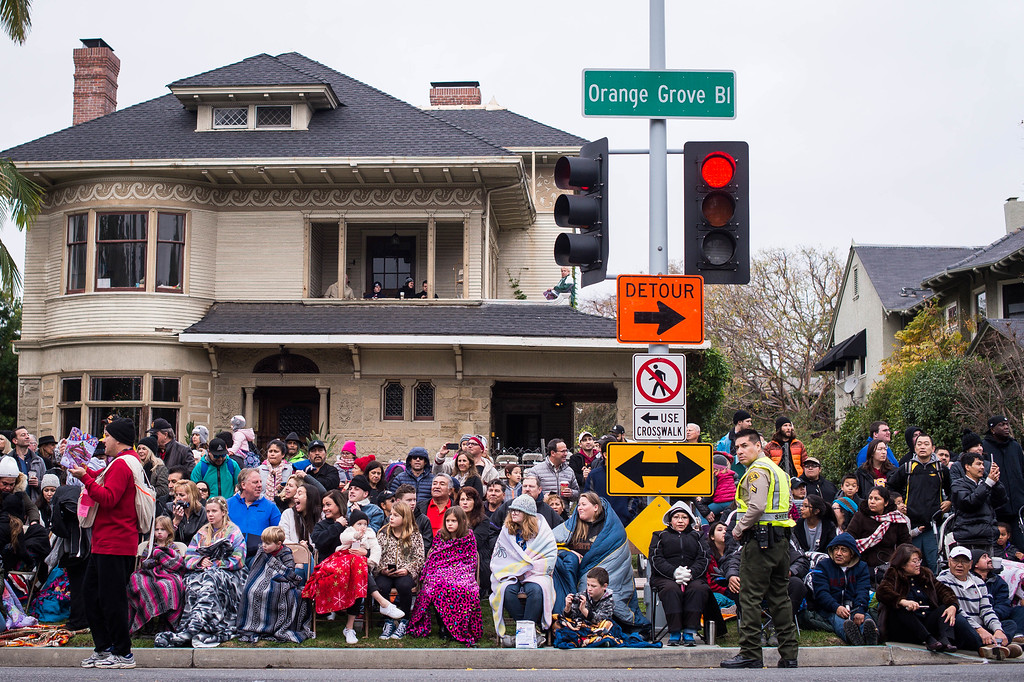 . The crowd watches the 2017 Rose Parade along Orange Grove Boulevard in Pasadena, Calif. on Monday, Jan. 2, 2017. (Photo by Sarah Reingewirtz, Pasadena Star-News/SCNG)