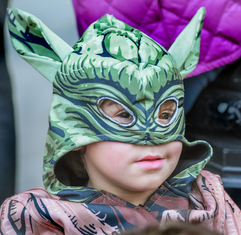 ". Jesse Favela, 5, dressing as �Yoda�, in Star Wars came to watch the 128th Rose Parade ""Echoes of Success\"". (Photo by Walt Mancini/SCNG)"