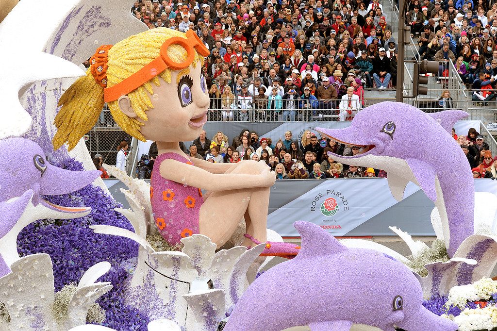 """. Northwestern Mutual\'s \""""Waves of Hope\"""" during the Rose Parade in Pasadena, Calif. on Monday, Jan. 2, 2017.  (Photo by Leo Jarzomb, SGV Tribune/ SCNG)"""