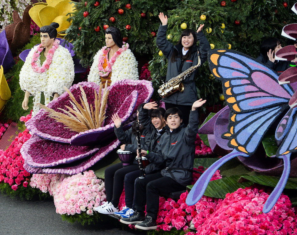 ". American Honda Motor Co. float ""Hope Blooms Forever\"" during the Rose Parade on Colorado Blvd. in Pasadena, Calif. on Monday,  January 2, 2017.  (Photo by Leo Jarzomb/Pasadena Star News/SCNG)"