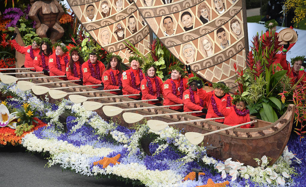 """. Donate Life wins the Theme Trophy for their float \""""Teammates in Life\"""" during the Rose Parade on Colorado Blvd. in Pasadena, Calif. on Monday,  January 2, 2017.  (Photo by Leo Jarzomb/Pasadena Star News/SCNG)"""