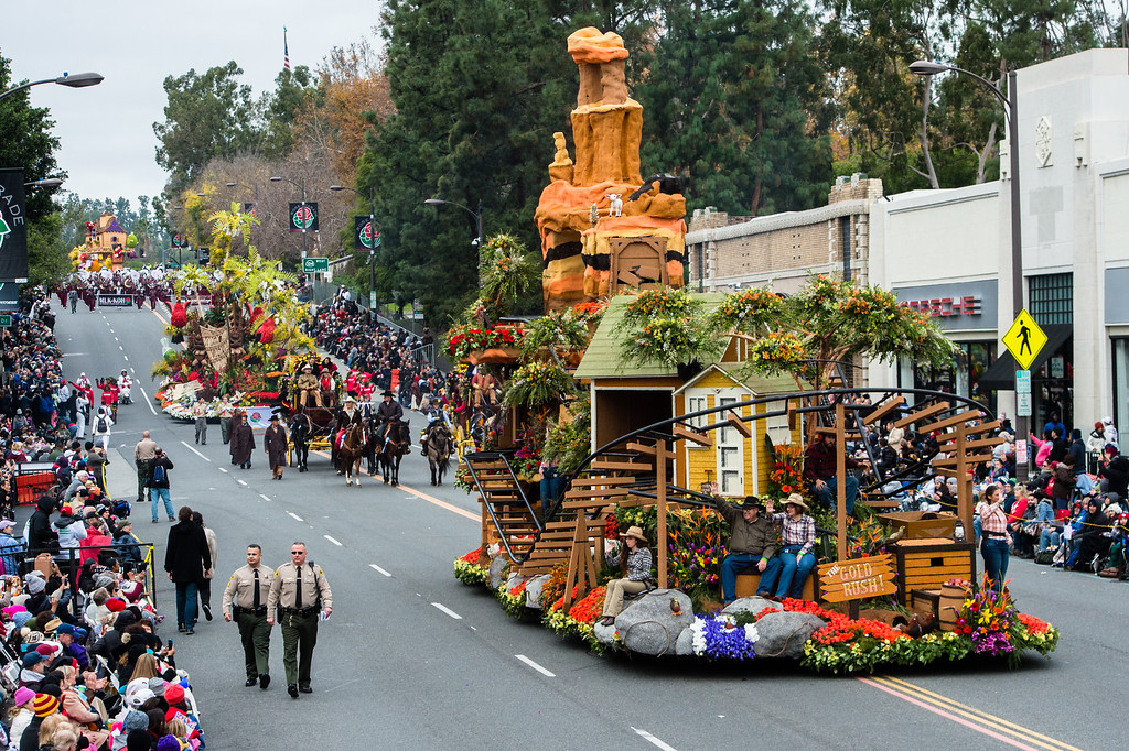 . Downey Rose Float Association �The Gold Rush� on Colorado Blvd. during the 2017 Rose Parade in Pasadena on Monday, January 2, 2017. (Photo by Watchara Phomicinda, San Gabriel Valley Tribune/ SCNG)
