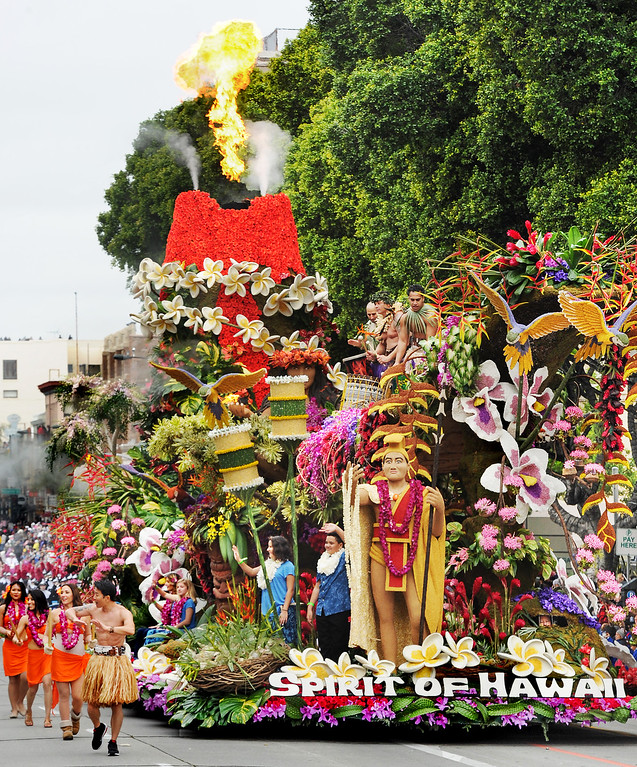 """. Sweepstakes award winner, Dole Packages Foods �Spirit of Hawaii� at 128th Rose Parade \""""Echoes of Success\"""". (Photo by Walt Mancini/SCNG)"""