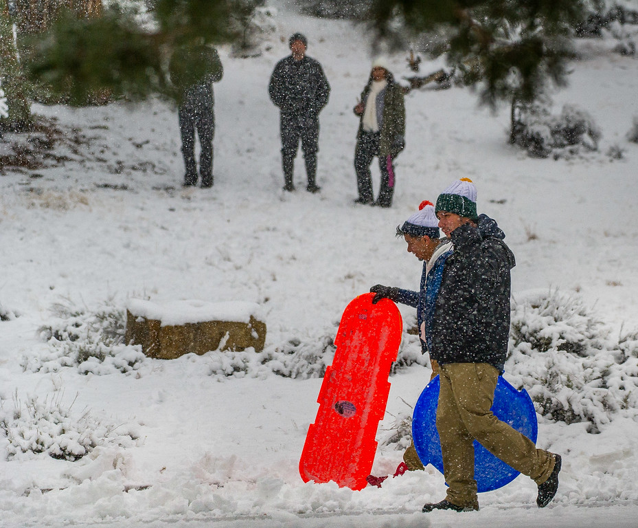 . Visitors enjoy the snow at the Cougar Crest parking lot during a snowstorm in the San Bernardino National Forest near Big Bear, Thursday, Jan. 12, 2017. (Eric Reed/For The Sun/SCNG)