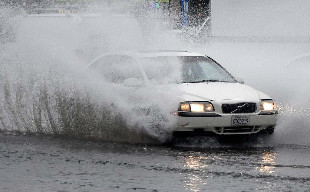 . Feb 17,2017. van nuys Ca.  Speeding cars makes waves along Balboa Blvd. from todays powerful storm to hit the Southland in seven years is moving across the region, bringing heavy winds, snow and torrential rain that has raised the specter of flash flooding.   Photo by Gene Blevins/LA DailyNews/SCNG
