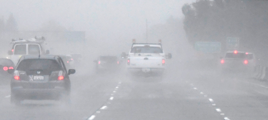 . Feb 17,2017. mission hills Ca.  Drivers head south on the 405/118 freeway in almost zero visibility  from todays powerful storm to hit the Southland in seven years is moving across the region, bringing heavy winds, snow and torrential rain that has raised the specter of flash flooding.   Photo by Gene Blevins/LA DailyNews/SCNG