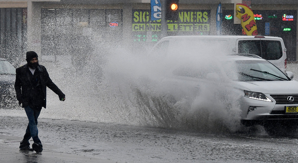 . Feb 17,2017. van nuys Ca.  A man almost get hit by wave of water from speeding cars along Balboa Blvd. from todays powerful storm to hit the Southland in seven years is moving across the region, bringing heavy winds, snow and torrential rain that has raised the specter of flash flooding.   Photo by Gene Blevins/LA DailyNews/SCNG