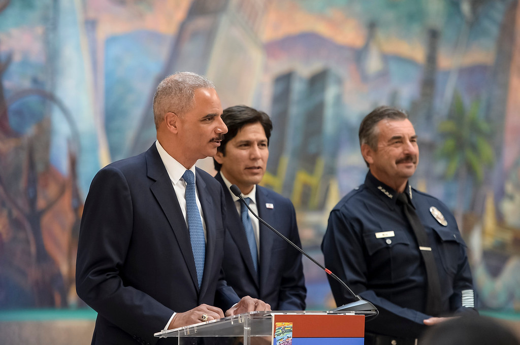 . Former U.S. Attorney General Eric Holder, California Senate Leader Kevin de León and Los Angeles Police Chief Charlie Beck, in support of immigrants and SB 54, The California Values Act at a press conference in Los Angeles, Monday, June 19, 2017.     ( Photo by David Crane, Los Angeles Daily News/SCNG)