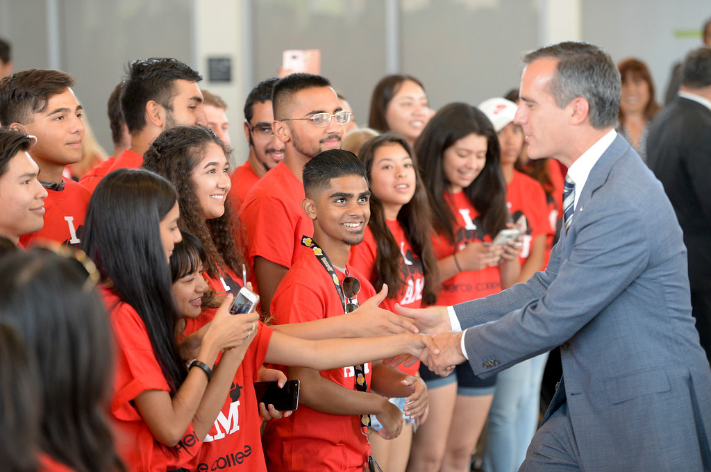 . Los Angeles mayor Eric Garcetti greets students enrolled in the Los Angeles College Promise at Pierce College Wednesday.  The Los Angeles College Promise was created to increase the number of community college graduates, university transfer and workforce-ready students throughout our region. ( Photo by David Crane, Los Angeles Daily News/SCNG)