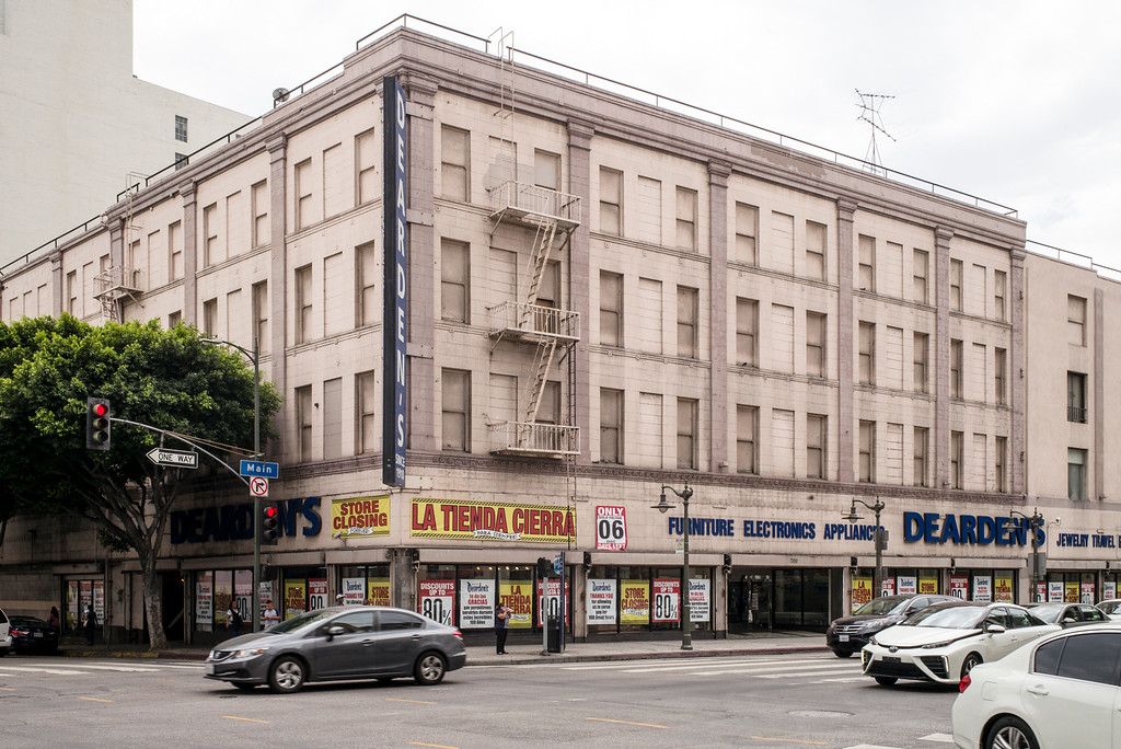 . The original Dearden\'s in Los Angeles.  The retail chain that has served Southern California shoppers for 108 years, will close all eight of its stores and its warehouse in Rancho Cucamonga this Sunday.  ( Photo by David Crane, Los Angeles Daily News/SCNG)