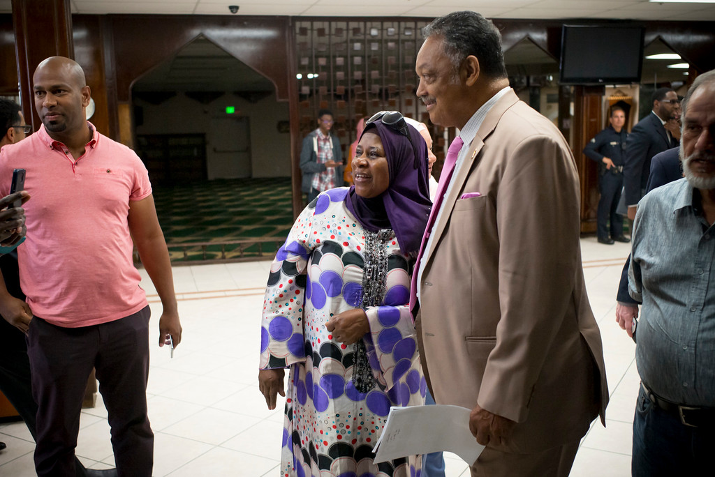 . Mai Dreby, visiting from Africa, gets a photo with Rev. Jesse Jackson at the Islamic Center of Southern California Sunday, August 20, 2017.   ( Photo by David Crane, Los Angeles Daily News/SCNG)