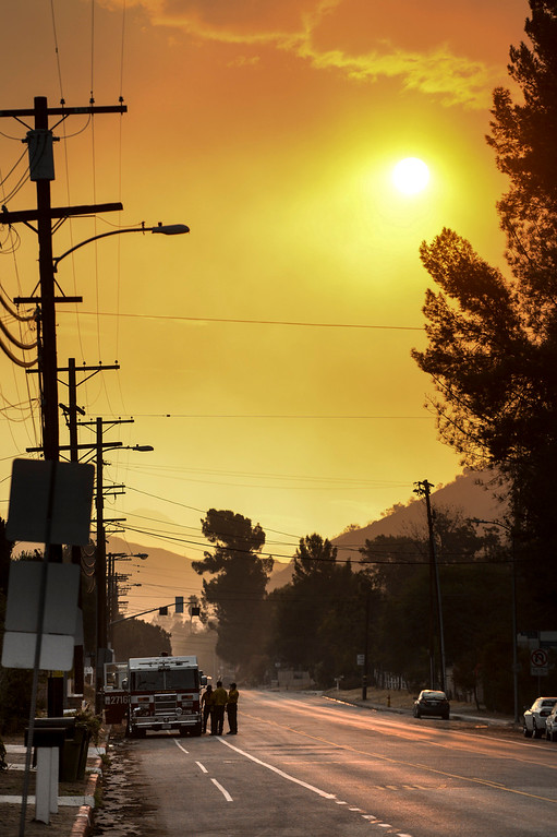. A smokey sunrise Sunday morning above La Tuna Canyon road as firefighters prepare to battle the La Tuna Fire for the third day.  The fire has now blackened more than 5,800 acres.  Los Angeles mayor Eric Garcetti has declared a local emergency for the fire which has destroyed 3 homes.   ( Photo by David Crane, Los Angeles Daily News/SCNG)