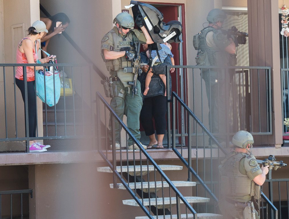 . Long Beach police SWAT officers evacuated residents after a 19-year-old was involved in a possible gang shooting Monday morning after he barricaded himself inside the unit in Long Beach Monday, September 11, 2017. After 5-hour standoff a suspected gunman surrenders to SWAT officers at an apartment complex on the 5400 block of Paramount Boulevard. (Photo by Thomas R. Cordova, Press-Telegram/SCNG)