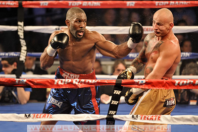 BRYANT JENNINGS (blue and red trunks) and ARTUR SZPILKA battle in a heavyweight bout at Madison Square Garden in New York City, New York.