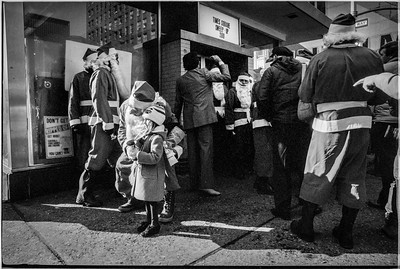 1981 Sidewalk Santa NYC_1111