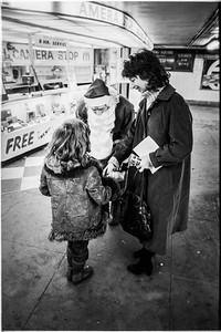 1981 Sidewalk Santa NYC_1113