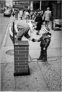 1981 Sidewalk Santa NYC_1118