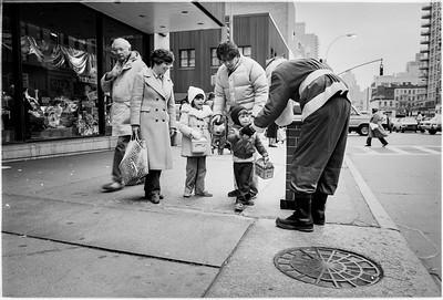 1981 Sidewalk Santa NYC_1119
